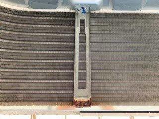 大阪市内会社事務所の天井埋込形エアコン現場写真。ダイキンエアコン室内機熱交換器洗浄後
