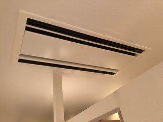 エアコンクリーニング大阪現場写真。天井埋め込み形エアコン外観