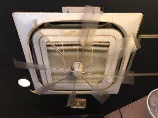 大阪市内の焼鳥屋さん店内のエアコン写真。