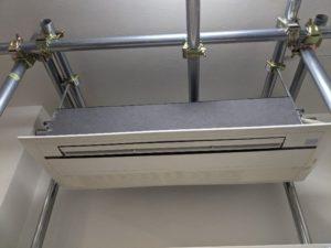 業務用エアコンクリーニング研修用の業務用エアコン室内機写真。ルームタイプ天井埋込カセット形エアコン