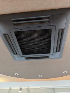 大阪市西区の歯科医院様業務用エアコンクリーニング現場写真。エアコン外観