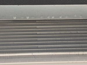 大阪市天王寺区の保育園のエアコンクリーニング現場写真。綺麗になった熱交換器