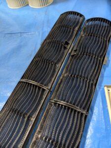 大阪市天王寺区の保育園の業務用エアコンクリーニング現場写真。フィルター洗浄後