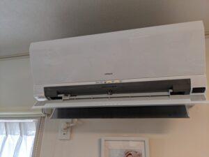 ダイキン家庭用壁掛けエアコンクリーニング作業写真。エアコン外観