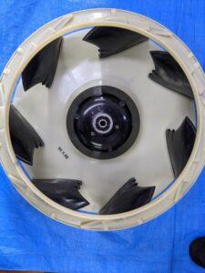 ダイキン製業務用エアコンクリーニング現場写真:天井埋込4方向エアコン室内機ターボファン