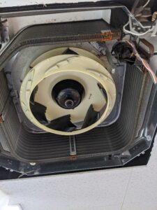 ダイキン製業務用エアコンクリーニング現場写真:天井埋込4方向エアコンクリーニング後