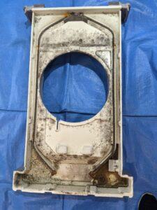 大阪府高槻市歯科医院の業務用エアコンクリーニング現場写真。ビフォーアフタードレンパン1