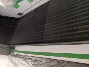 大阪府高槻市歯科医院の業務用エアコンクリーニング現場写真。ビフォーアフター熱交換器4