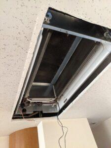 大阪府高槻市歯科医院の業務用エアコンクリーニング現場写真。室内機1